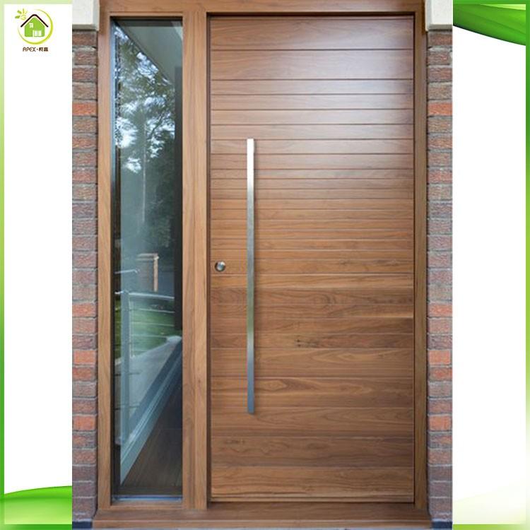 Puerta principal de madera foto de archivo detalle de una for Puertas de ingreso principal modernas