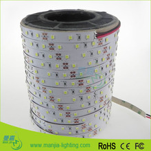 Le design innovant LED strip: 20-22lm éclat superbe SMD 2835 DC12V a mené la lumière de bande de SMD5050 remplacement