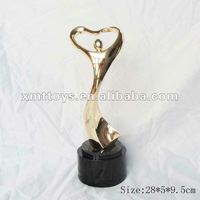 gold twisty trophy cup trofeos de columna hechos en