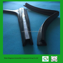Butt joint angle rubber seal strip for window