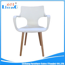 AAA grade Manufactory direct Plastic chair with strong wooden legs