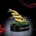 serpiente de bronce estatua