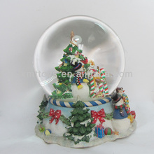Customize resin snow / water globe with Christmas tree top home decoration