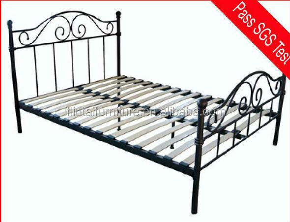 zwart metalen bed  1