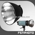 estudio fotográfico profesional de los accesorios o foto studio strobe para los profesionales