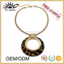Simple Leopard Resin Pendant Necklace Design