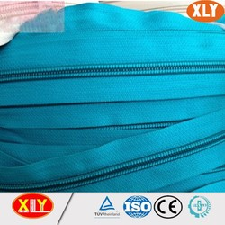 Top quality nylon zipper roll fashinable color nylon long chain with zipper roll