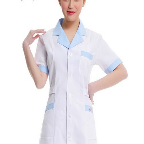 Uniforme de enfermera blanca