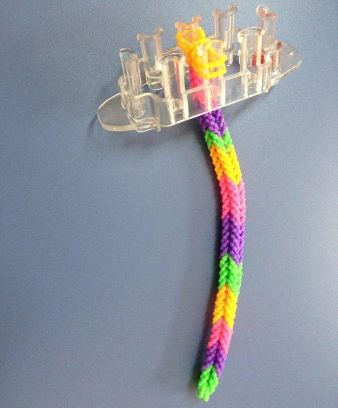 Плетение из резиночек плетение на маленьком станке