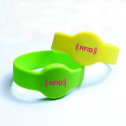 Custom Factory direct supply fashion silicone wristband Custom embossed/imprinted/printed logo bracelet
