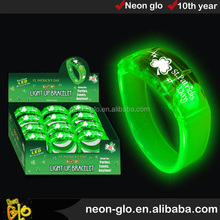 St Patrick Light Up Bracelet, 2 Green LEDs, 3 Functions, 3xAG3 Batteries included, Display packing