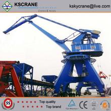 Saving electricity 360 degree rotation semi portal crane with grab