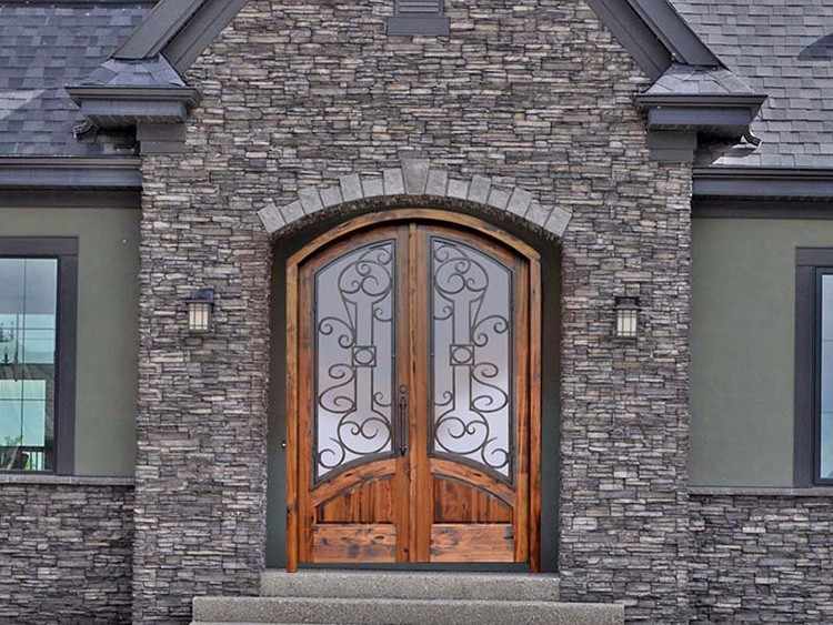 Puertas de exterior de hierro excellent puerta de hierro for Burlete puerta decorativo