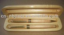 luxurious wooden pen set