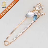 Korean design cute butterfly cheap wholesale bulk brooch pin handmade crystal rhinestone jewelry pin for wedding invitations
