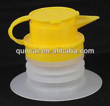 Plastic spout and cap for oil bag in box, flexible oil spout
