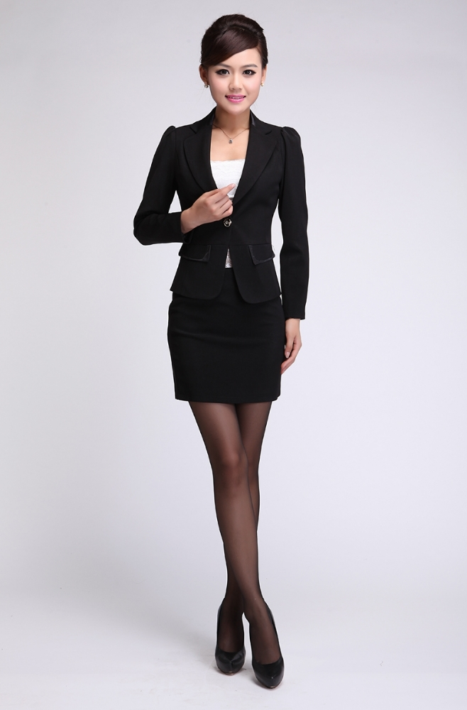 Whether you prefer pant or skirt and dress suits, Dillard's Workshop has the women's work suit to fit your needs.