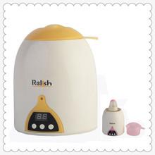 bebé la alimentación con la botella de agua de vapor caliente y comida para bebés más caliente