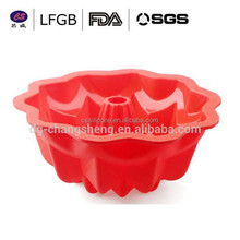 2015 newest design highly popular FDA & LFGB food grade triangle shape jelly cake mould / human shaped cake mould