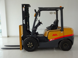 Hot sale 2ton Japanese Nissan K25 gasoline forklift ,mini tractor,terrain forklift in good condition