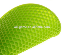 Anti-slip heart-resistant honeycomb silicone hot pad