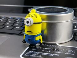 promotional usb flash drive Minions USB Flash Drive 64G/32G/16G/Top selling cheapest colorful twister usb flash drive with life