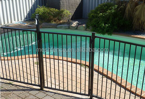 Balustrades en fer forg moderne maison piscine cl ture for Cloture pour piscine gonflable