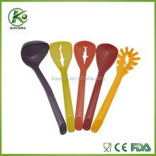 2015 New life style fashion design colorful nylon kitchen utensil set