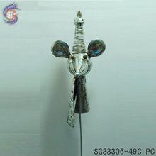 figurine décoration de jardin avec la souris souris en métal et enjeux