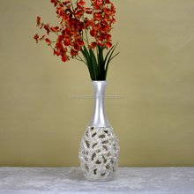Wholesale UK Modern Beauty Luxury Art Nouveau Resin Vases White Round Decorative Vase For Home Deco Folk