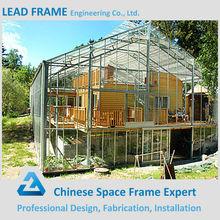 la estructura de acero del techo de metal para la casa verde