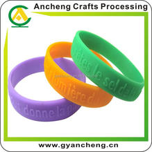 Hot cheap custom silicone bracelets no minimum order for advertising gifts