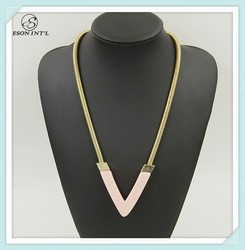 2015 New Designed Gold Chain Pink and Black Acrylic Triangle Pendant Necklace