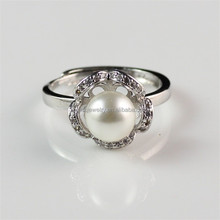 Natural Zircon & Pearl Beautiful Flower Shaped Silver Pearl Rings