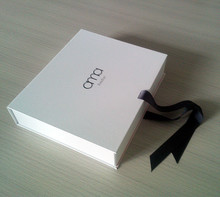 White Foldable Magnetic Collapsible Closure Gift Box