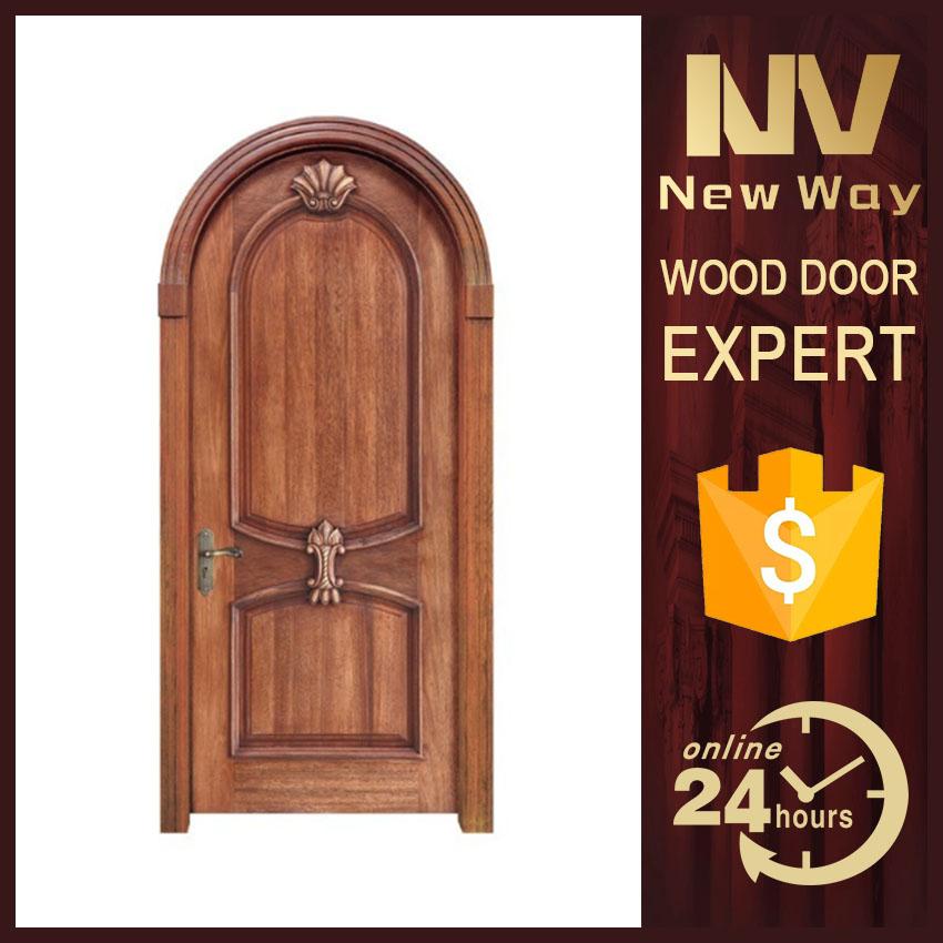 Arco de la puerta interior de la puerta de madera de interior de la ...