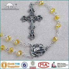 jésus religieux crucifix pendentif chapelet de verre jaune