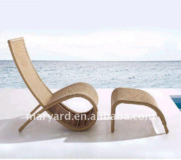 Rotin ext rieur chaise longue avec repose pieds chaises en for Chaise longue en bois avec repose pied
