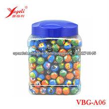 riendo de burbuja gomademascar gumball centro lleno de productos de confitería