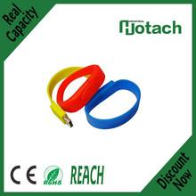 muchos diversos colores disponibles de la mano de silicona pulsera usb flash drive