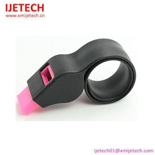 Cheap sports plastic whistle silicone slap band