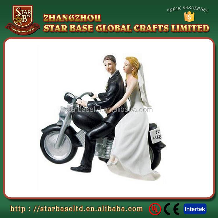 Good selling custom resin figure wedding souvenir items for couples