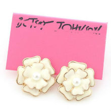 Enamel Cream White Middle Real Pearl Studs