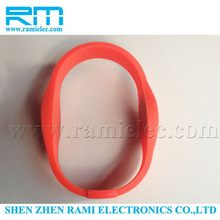 Low frequency 125khz plastic card bracelet/contactless smart RFID card wrist traps/proximity wristband with free samples