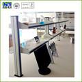 Réactifs de laboratoire étagère. utilisé pour l'école des sciences de laboratoire