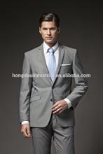 nueva moda de los hombres de trajes y esmóquines estilo italiano