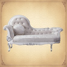 Champagne Velvet Upholstering Leisure Crystal Tufted Settee Lounging Chairs Manufacturers