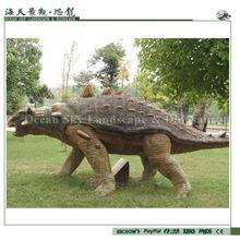 modelo de dinosaurio en un parque de dinosaurios