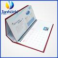 publicidad a todo color de impresión de calendario de escritorio de diseño con el logotipo personalizado