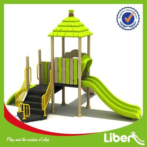 fabricant de jeux pour enfants aire de jeux ext rieure maisons le dc007 petite aire de jeux play. Black Bedroom Furniture Sets. Home Design Ideas